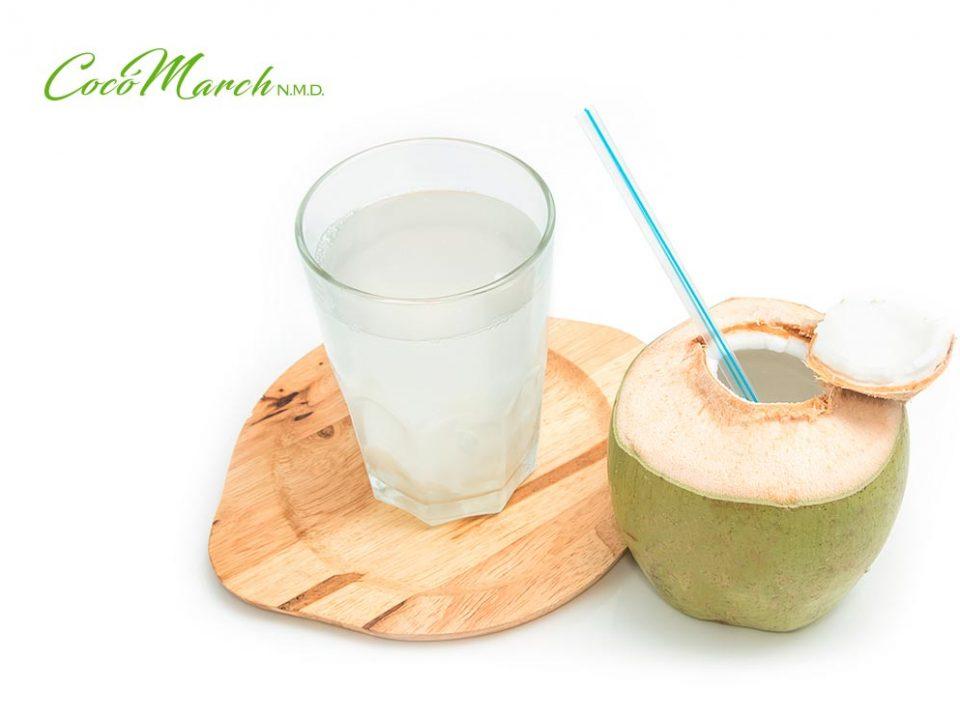 beneficios-de-tomar-agua-de-coco